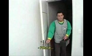 Gay male tube recebendo o tecnico em casa e dando o cu pra ele