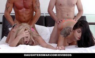 Gina Valentina fazendo muito sexo com o pai da sua amiga