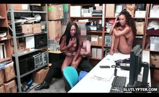 Negras nuas aprontando no trabalho
