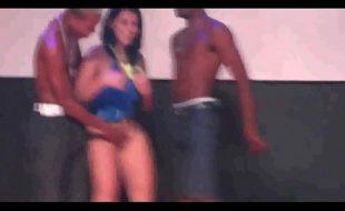 Foto de mulher pelada no baile funk