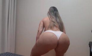 bumbumgg fazendo troca de calcinha grande branca e rebolando seu bundao/ butt doing big white panties change and wiggling her ass / siga meu onlyfnas.com marciabumbumgg