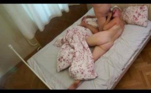 Camera caseira porno escondida filma sexo de casal
