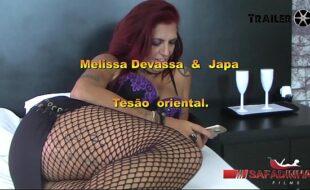 Melissa Devassa sentando na rola