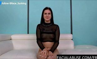 morena gostosa de 20 anos fodendo muito em sexo grupal