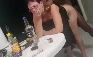 Negao fode coroa em social enquanto amiga filma a socada