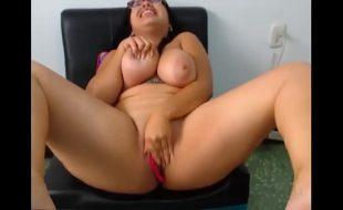 Quase quebrei a camera gozando - girlxxxcam.com